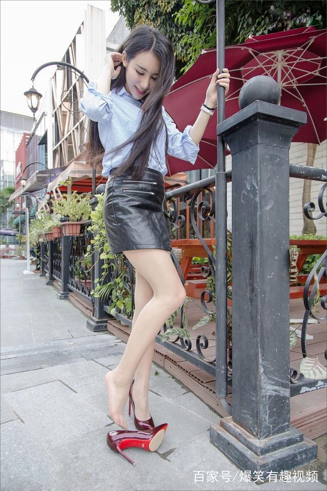 街拍:肉丝白皙的长腿美女,一双皮肤搭配包臀皮透明美女d图片