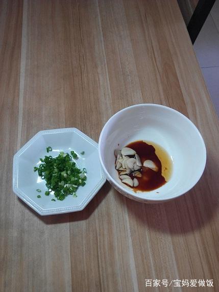 超简单的蒜成人,五分钟就做一碗,还挺好吃发烧面条v成人食谱