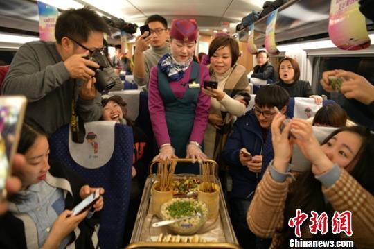 西成高鐵正式通車 行車時間縮至4小時13分