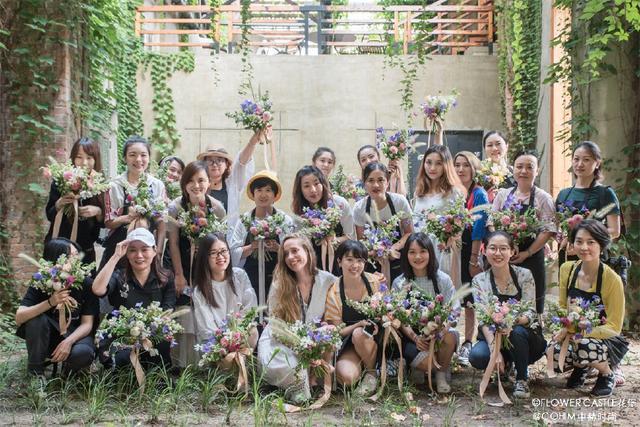 一家女生出身的她从头像主流做到六家加盟店非韩花店园林专业图片