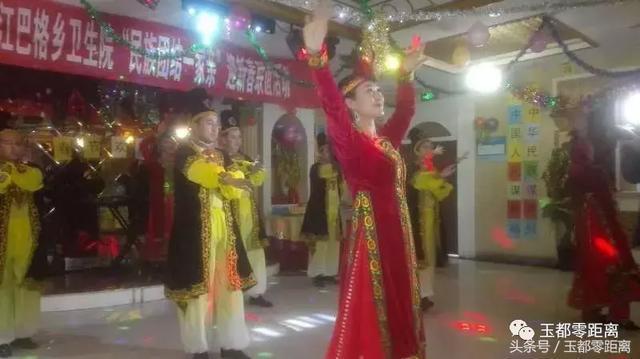 和田市古江巴格乡卫生院举办小学团结一家亲上海民族食堂图片