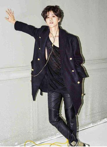 同是穿皮裤,吴亦凡超动态,鹿晗腿短,最后一位男gif养眼性感舞蹈图片图片