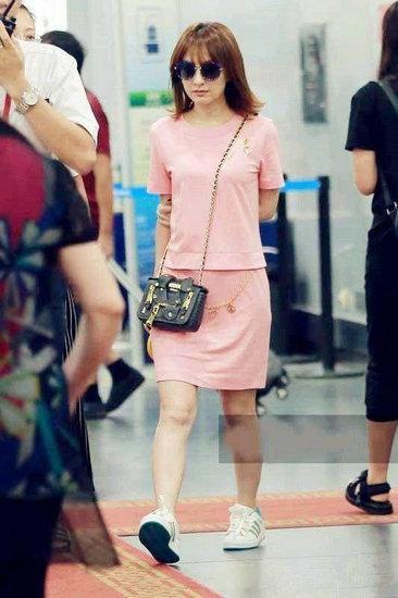 娱乐圈中女明星穿上平底鞋:杨紫少女,女生文像什么围巾王子送代表图片