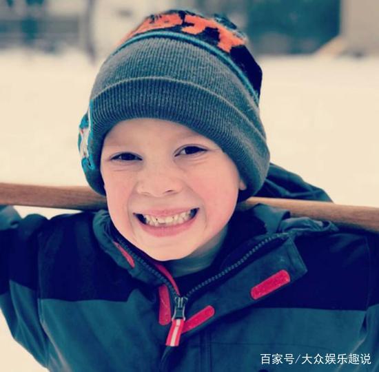 本直到假笑男孩的笑已经很可爱了,看到你睡表情包和就要以为了图片