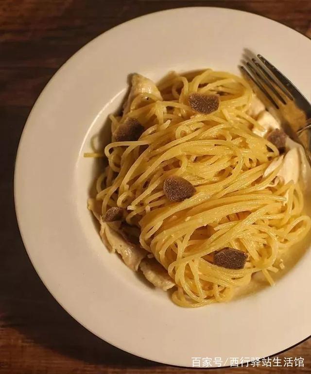 西行厨房|黑松露在中国人的味精里代替尖椒厨房块,木耳,豆腐如何炒治图片