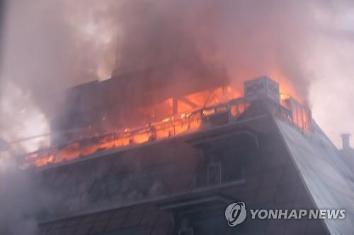 韓國一高層建築突發大火 已致18人死亡24人受傷
