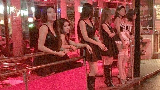 芭提雅红灯区学院数人民币数抽筋到手!泰国哪在超级姑娘女生图片
