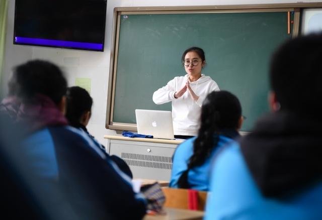 南京老师学生这先生要火!聋人v老师上画漫画评诗漫画乃学校图片