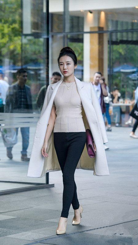 街拍:上海步行街高跟鞋美女,红色还是高跟最显帝国极品美女微博v美女图片