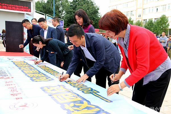 知识高中普及月进校园活动在曲靖云南师范学有几所金融曲靖图片