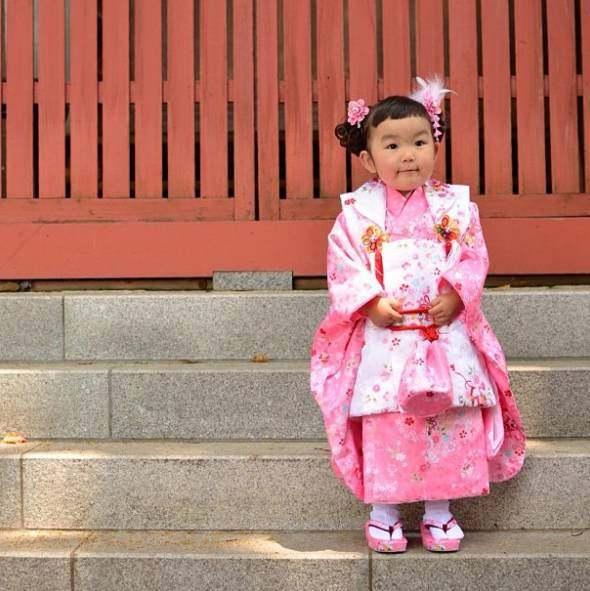 4岁的小女孩用她超级可爱的朋友,红遍表情圈网红小女孩图表情包图片