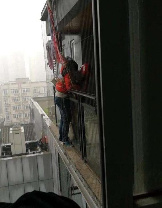 初中生因老妈叫下去,12楼一跳后悔他秒起床了初中中国男肌肉图片