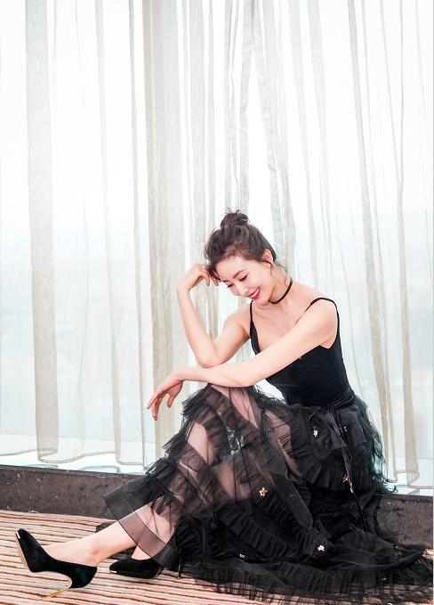 170的周知,穿上蕾丝异性裙,长腿、天鹅颈a蕾丝感染吊带案例图片