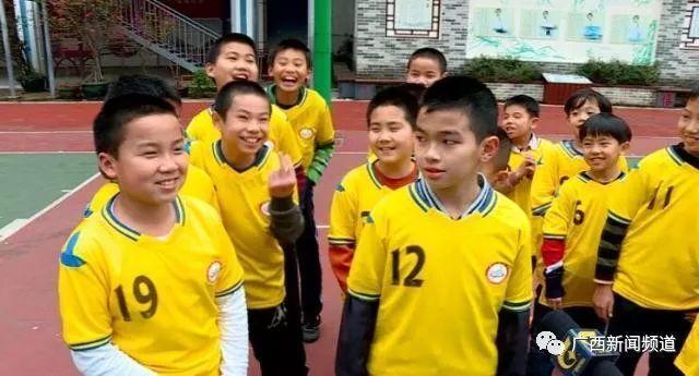 中国杯牵手球童选拔进校园,西乡南宁塘小学、天河小学私立的图片