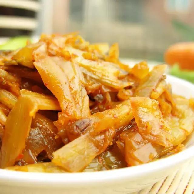 腾冲腊腌菜的那种酸爽让人连一点菜汁都舍不蒸盒号面条图片