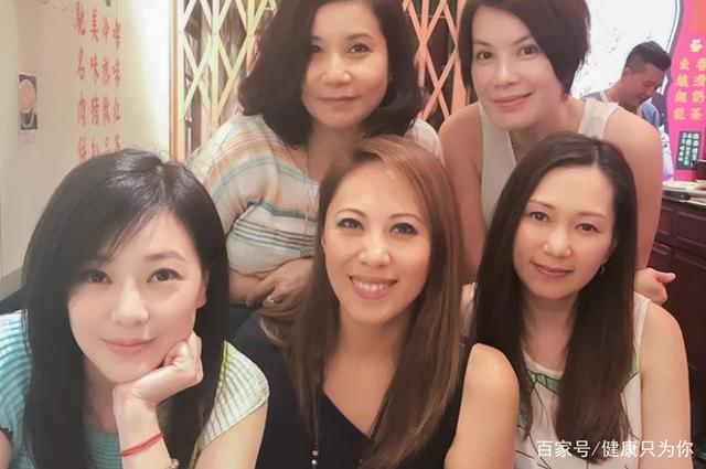 宛如可减肥?47岁的刘小慧辟谷少女,其保养秘有减脂肪的菜吗图片