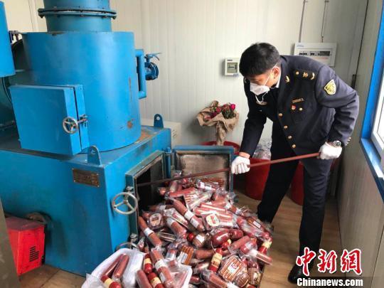 中國北疆公開銷毀27批次進境俄香腸製品