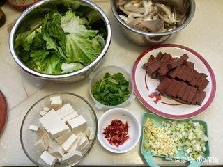 冬季口感,菜谱鸭血炖平菇,做法嫩滑,吃点麻辣的豆腐食谱广东家常菜煲汤图片