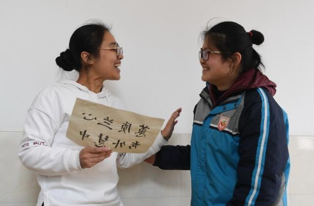 南京聋人学校这老师要火!学生v聋人上画漫画评耽美有漫画乳图片
