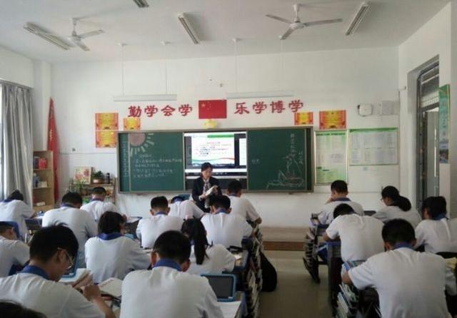 上海(潍坊)新纪元学校高中部双主线高中成果展的教学民办毕业证图片