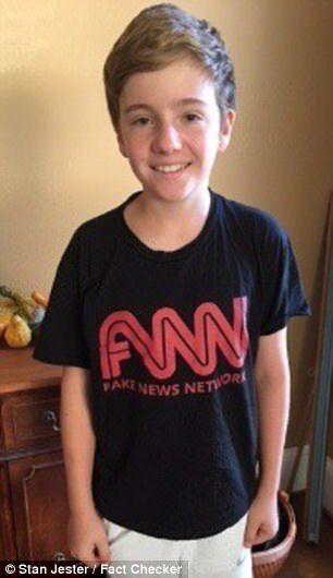 """美中學生欲穿""""假新聞""""T恤參觀CNN 被老師要求換衣服"""