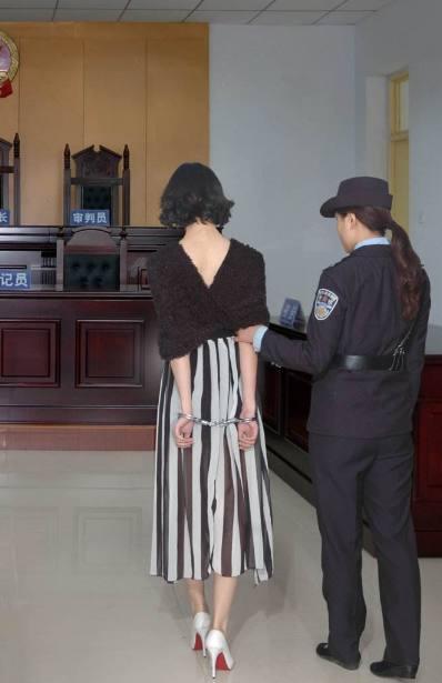 内裤中的穿着被捕家财万贯,这个毒枭内衣应该毒枭美女美女印象图片