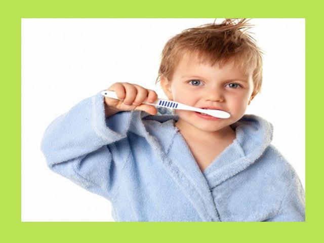 为了保持口腔清洁,建议一个人最好同时用三把牙刷