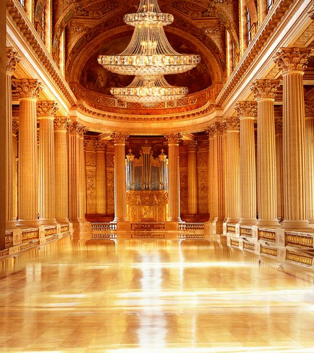 金碧辉煌的大厅,美的让人想不到词语来形容,太