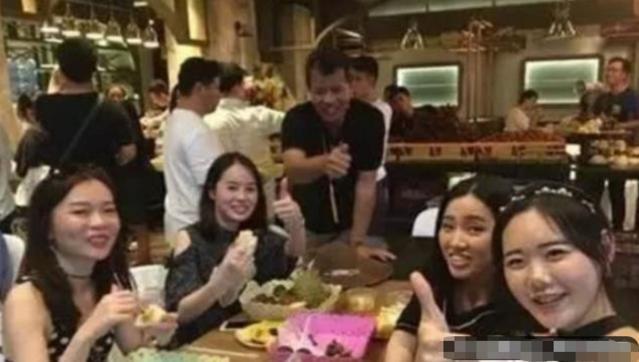日本人来到中国吃自助餐,全程却一直在吃它,网