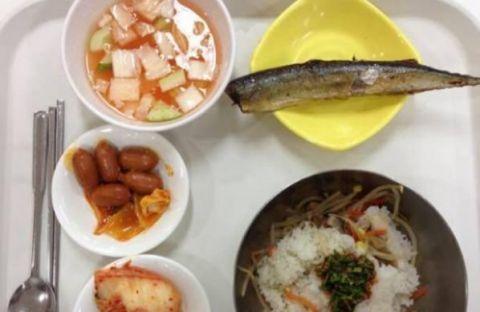在韩国打工中国人吃这些 网友看着都心疼!