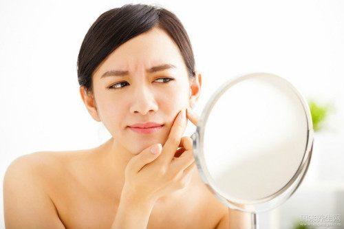 与你分享:女人脸上长斑是什么原因引起的