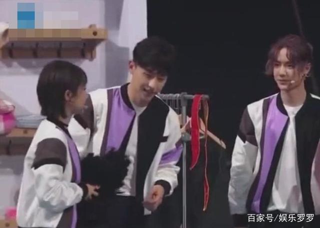 张一山邓伦一起出席综艺节目,杨紫的反应,网友