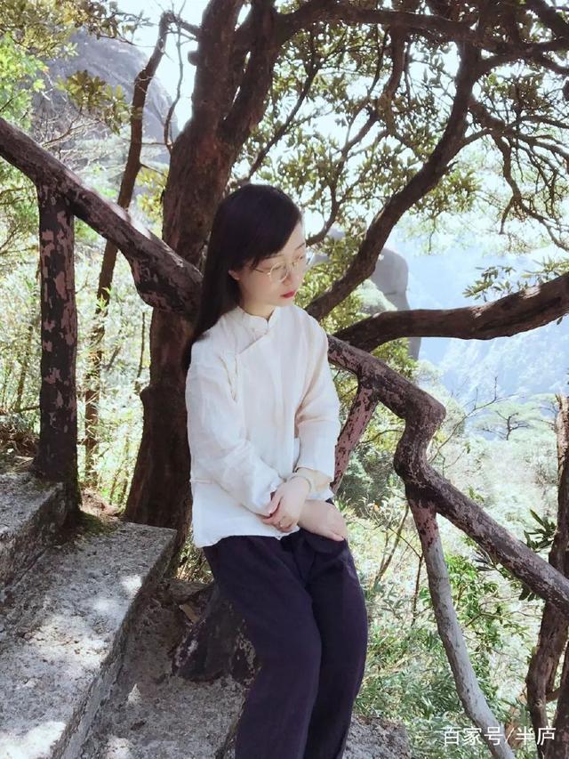 她离开香港,过着古代文人的生活