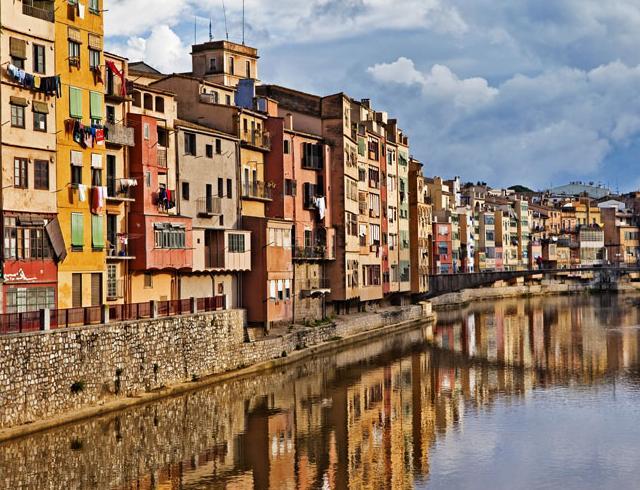 西班牙,全称西班牙王国,是一个高度发达的资本