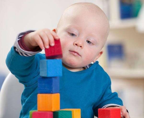 一岁前的宝宝买什么玩具最实用?看完这些,不要