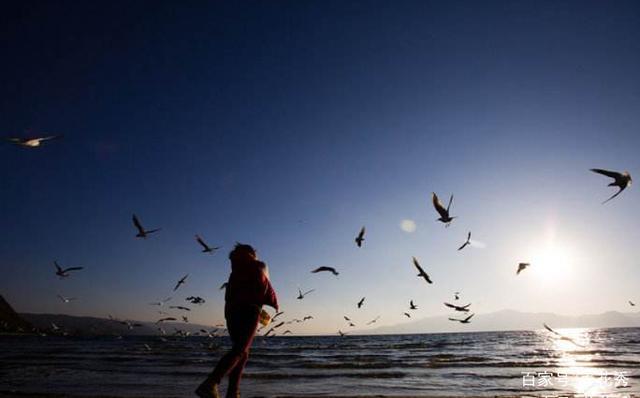 在人的生活里,首先要树立正确人生观,因为人生