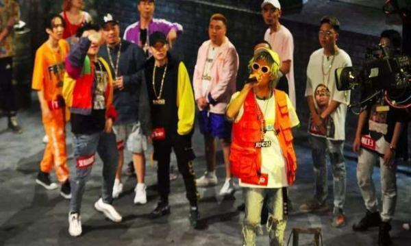15岁男孩上韩国说唱节目被按头,用老子来自中