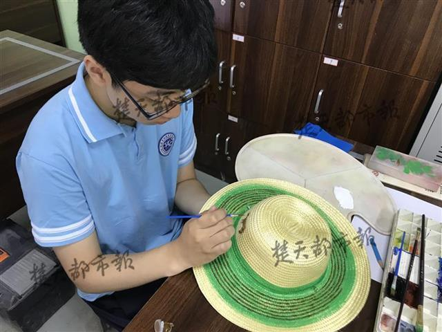 韩国小伙到武汉一职校留学,将来想回国从事动