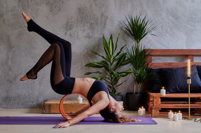如何练腰部柔韧性更有效 简单四招助你提升身