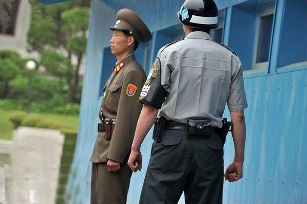 朝鲜边防士兵虽然瘦弱,但看上去却很有斗志