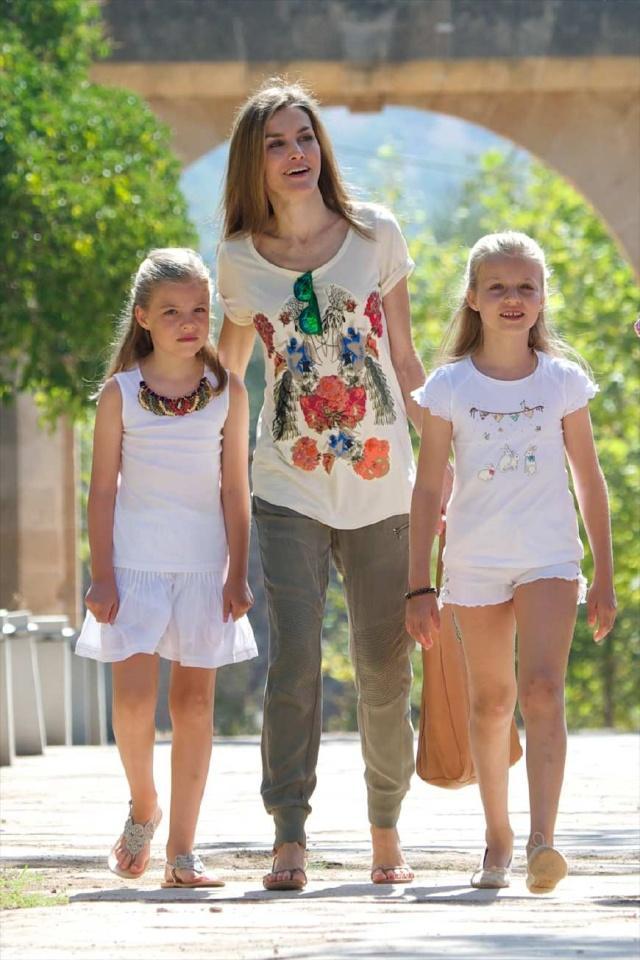 费利佩国王真幸福:老婆漂亮会穿衣服,两位女儿