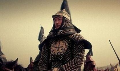 天降异象,一大臣写成语赞扬皇帝,皇帝看了大怒