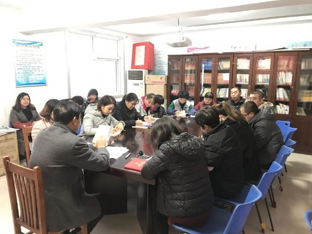 丰二社区传达学习《全省组织工作会议精神传达