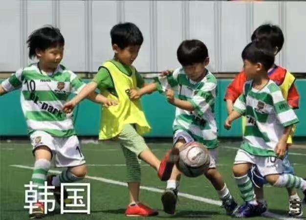 各国小孩踢足球:欧洲专业!中东励志!非洲欢快!