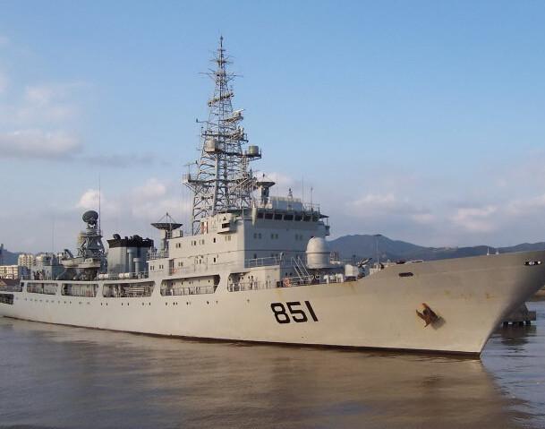 中国军舰逼近美国西海岸,白宫怒不可遏:赶紧让F22停止演习!