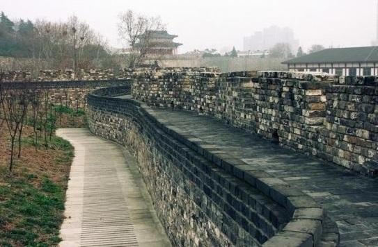 明朝时期没有水泥,为何明城墙屹立600多年不倒?专家:你看材料