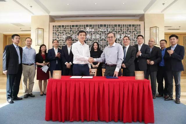 李彥宏夫婦向北京大學捐贈6.6億 最大額校友捐贈慶生北大雙甲子