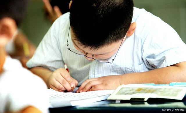全部关停培训机构和补 习班,让学生回归学校,