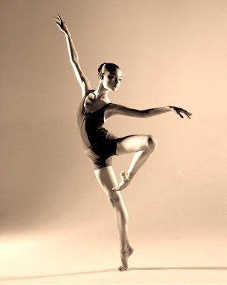 舞蹈表现自己的同时培养了自信和气质