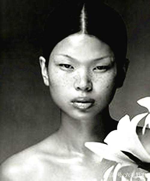 她被中国人嫌太丑,却被外国人喜欢,还嫁了帅老